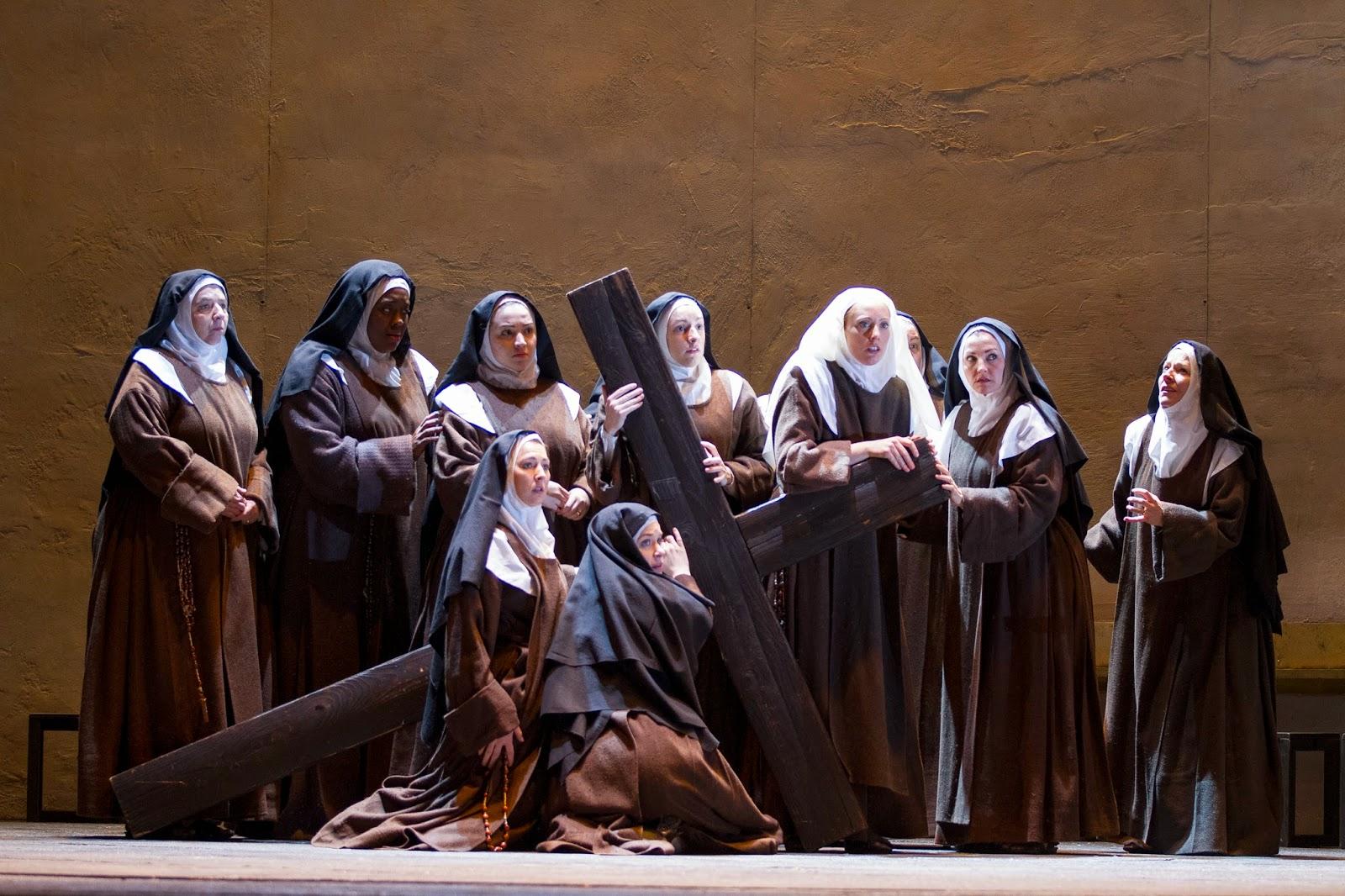 Carmelites_with_their_cross